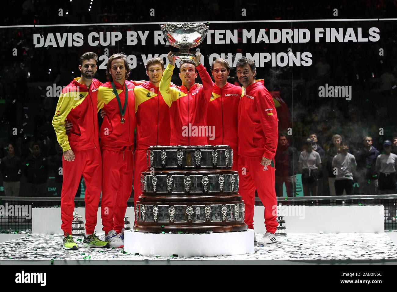 Madrid, Spain. 23rd Nov, 2019. Madrid Spain; 24/11/2019.- Spain, world champion of the Davis Cup of Tennis after beating the Canadian team, Rafael Nada, Roberto Bautista Agut, Pablo Carreño, Feliciano Lopez, Marcel Granollers, Sergi Bruguera capitan.King Felipe VI delivers the trophy. Credit: Juan Carlos Rojas/Picture Alliance. | usage worldwide/dpa/Alamy Live News Stock Photo