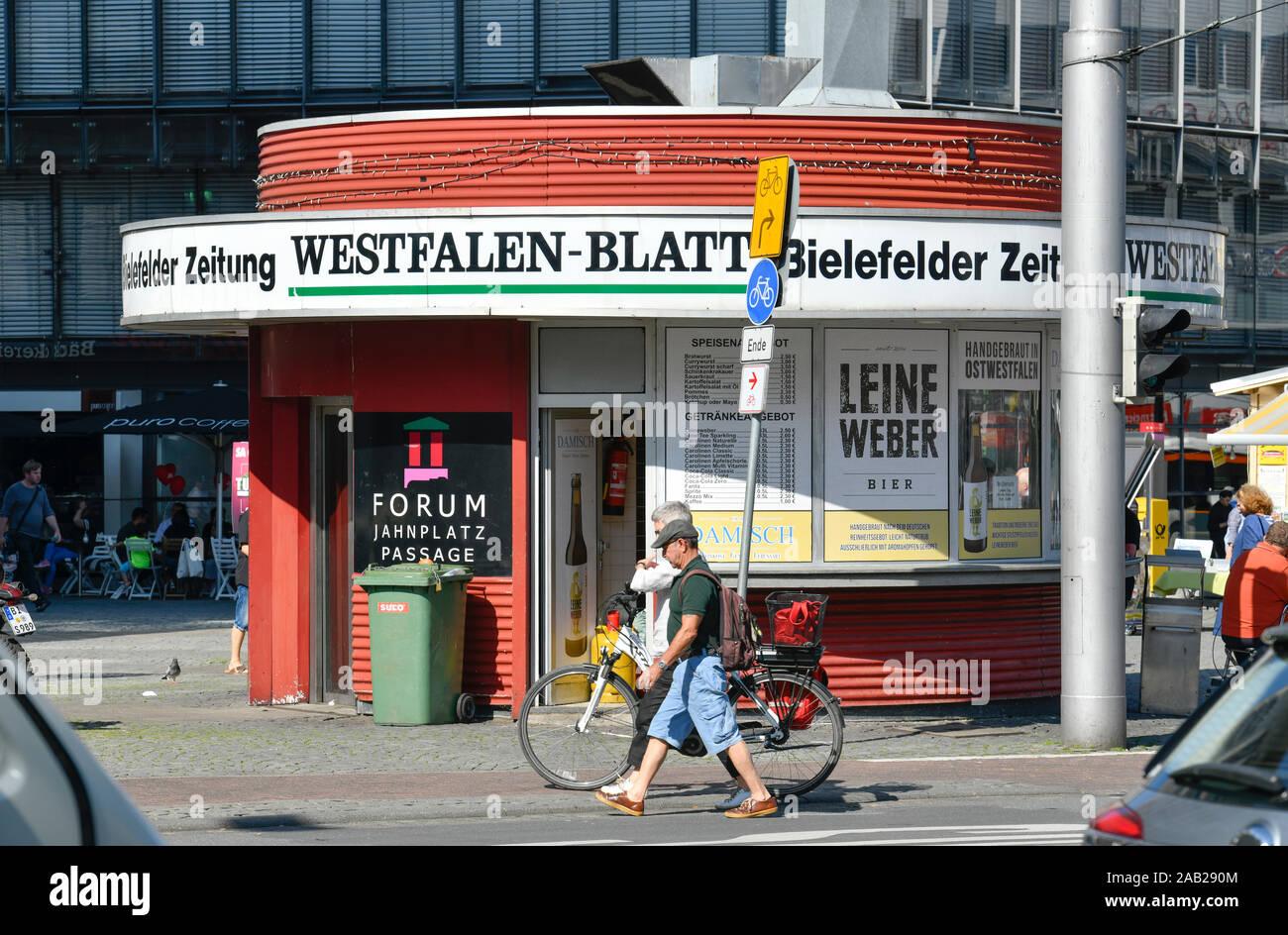 Werbung Tageszeitung Westfalenblatt, Kiosk, Jahnplatz, Bielefeld, Nordrhein-Westfalen, Deutschland Stock Photo