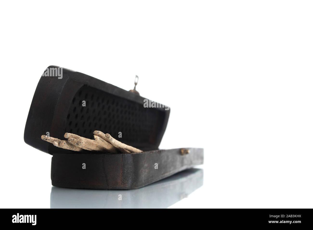 Holzkästchen mit Räucherstäbchen Stock Photo