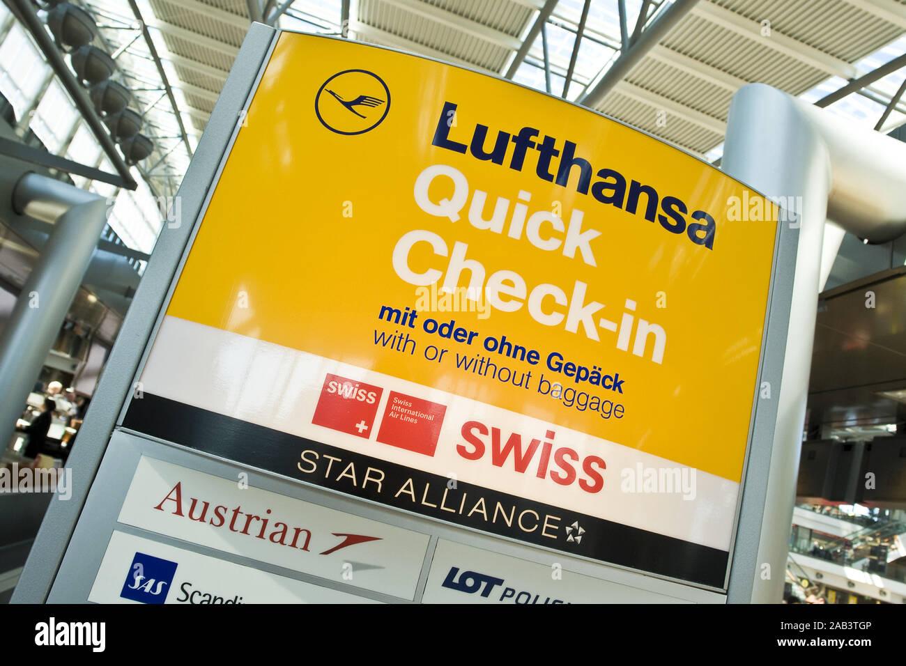 Check-In Terminal der Lufthansa Stock Photo