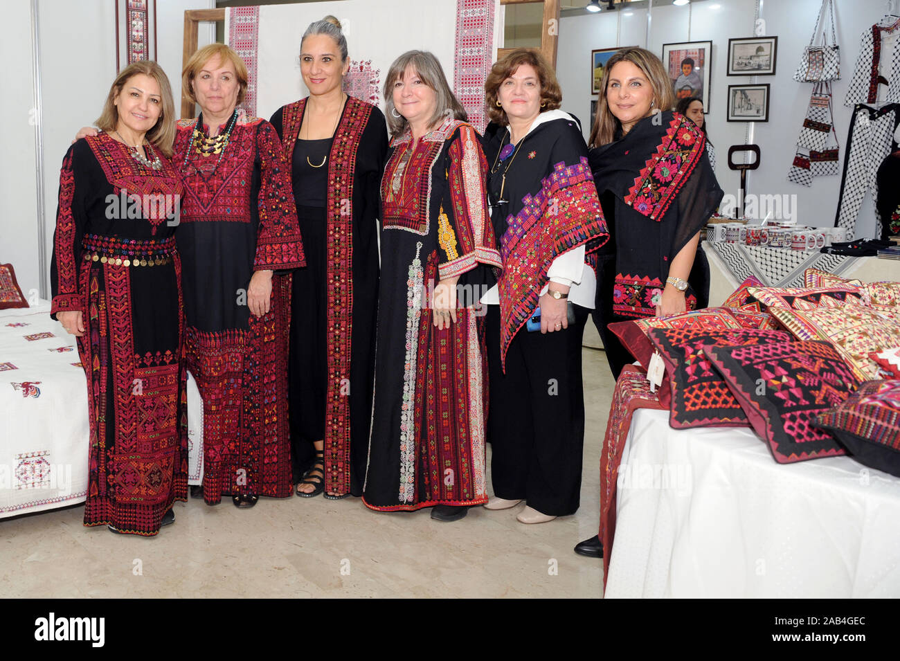 Kuwait City Kuwait 25th Nov 2019 Exhibitors Show Traditional Palestinian Costumes To Visitors At A Palestinian Cultural Exhibition In Kuwait City Kuwait Nov 25 2019 A Palestinian Cultural Exhibition Organized By Kuwaiti