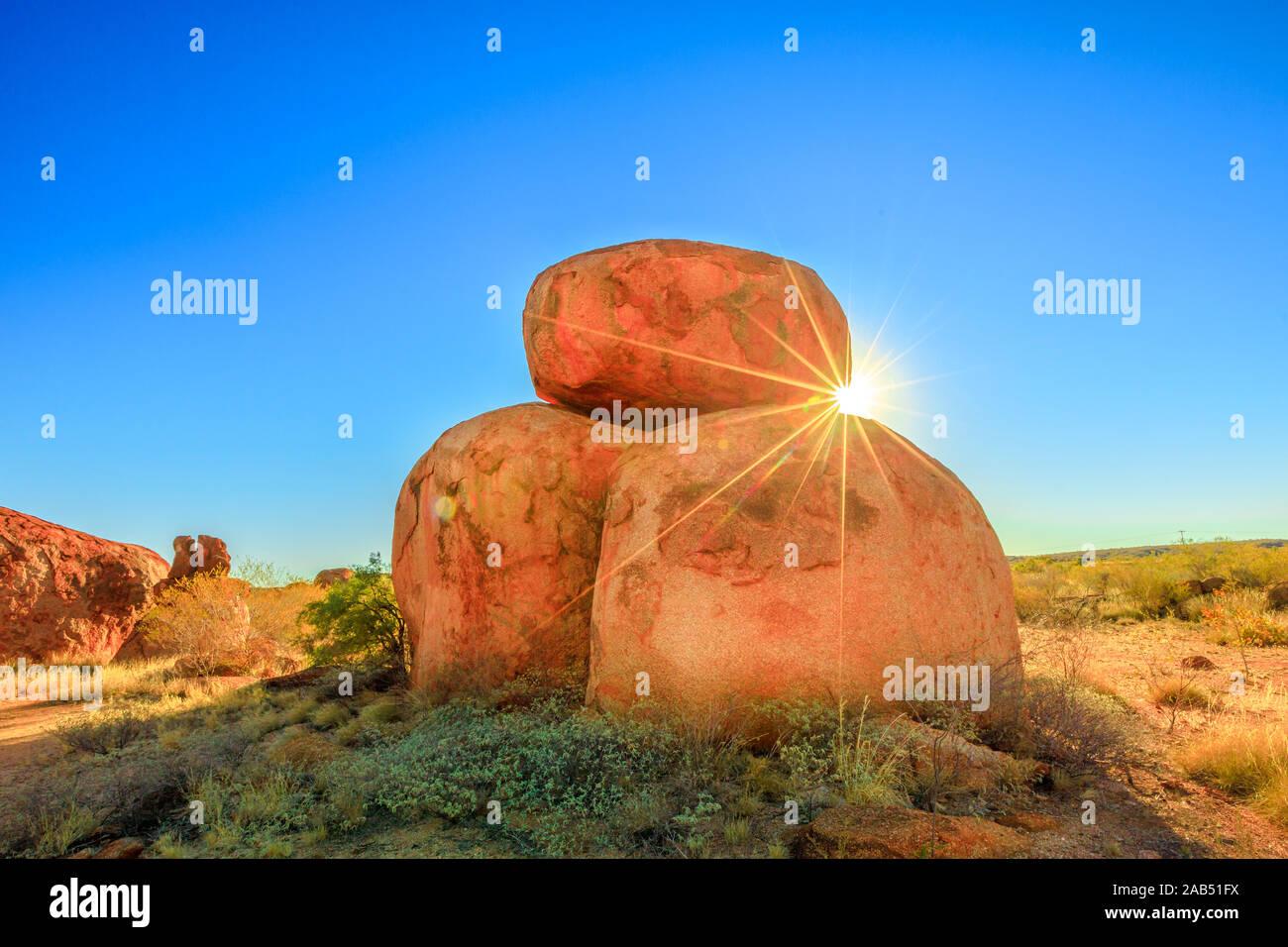 Sunrays at sunset light in Karlu Karlu - Devils Marbles Conservation Reserve. Australian Outback landscape in Northern Territory, Australia near Stock Photo
