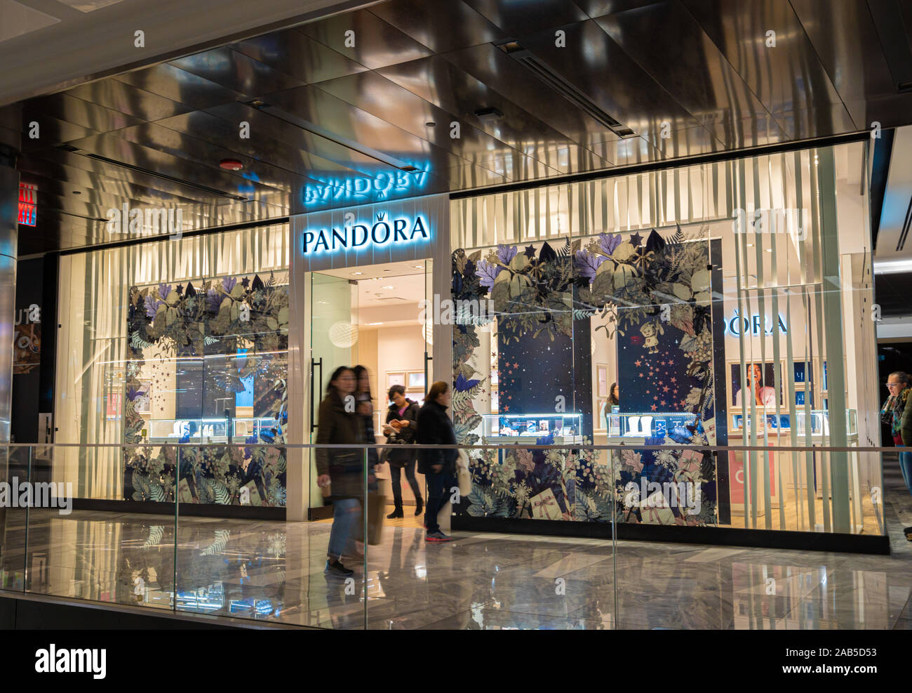 Pandora front store at Hudson Yards shopping mall in New York City ...