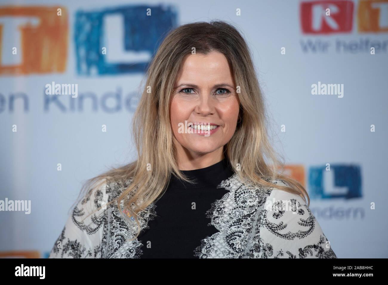 "Michaela SCHAFFRATH, Actress, Portrait, Portrà t, Portrait, Cropped Frame, Single Subject, 24th RTL Spendenmarathon ""Wir helfen Kindern"", TV, 21.-22.11.2019. | Usage worldwide Stock Photo"