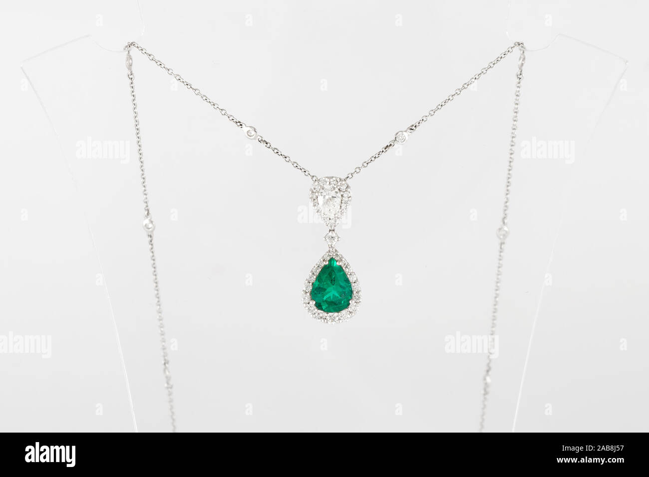Necklace Diamond High Resolution Stock Photography And Images Alamy