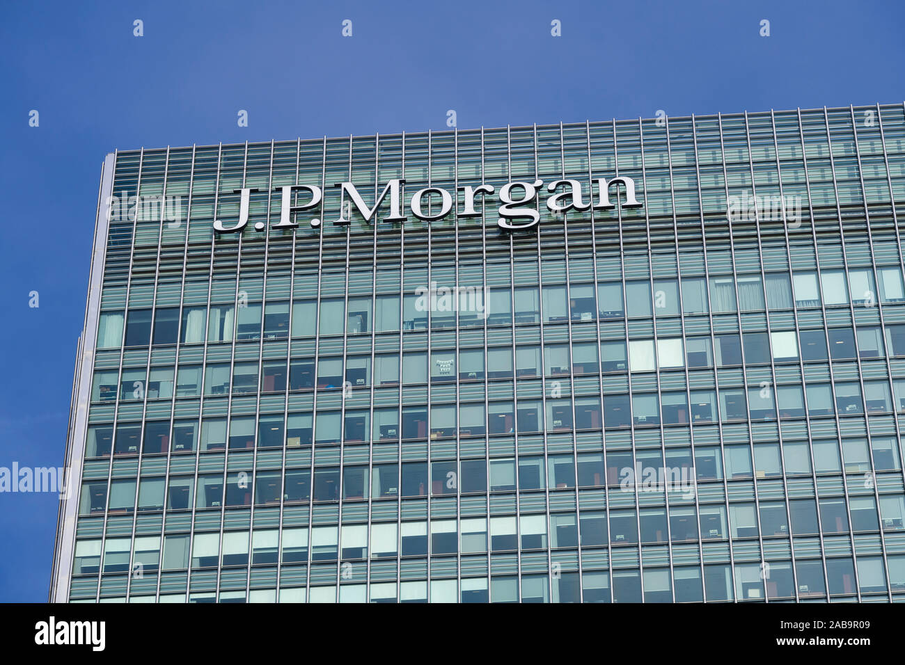 JP Morgan Bank, building, Canary Wharf, Financial district, London, UK    Canary Wharf business district is constructed on part of the old London dock Stock Photo