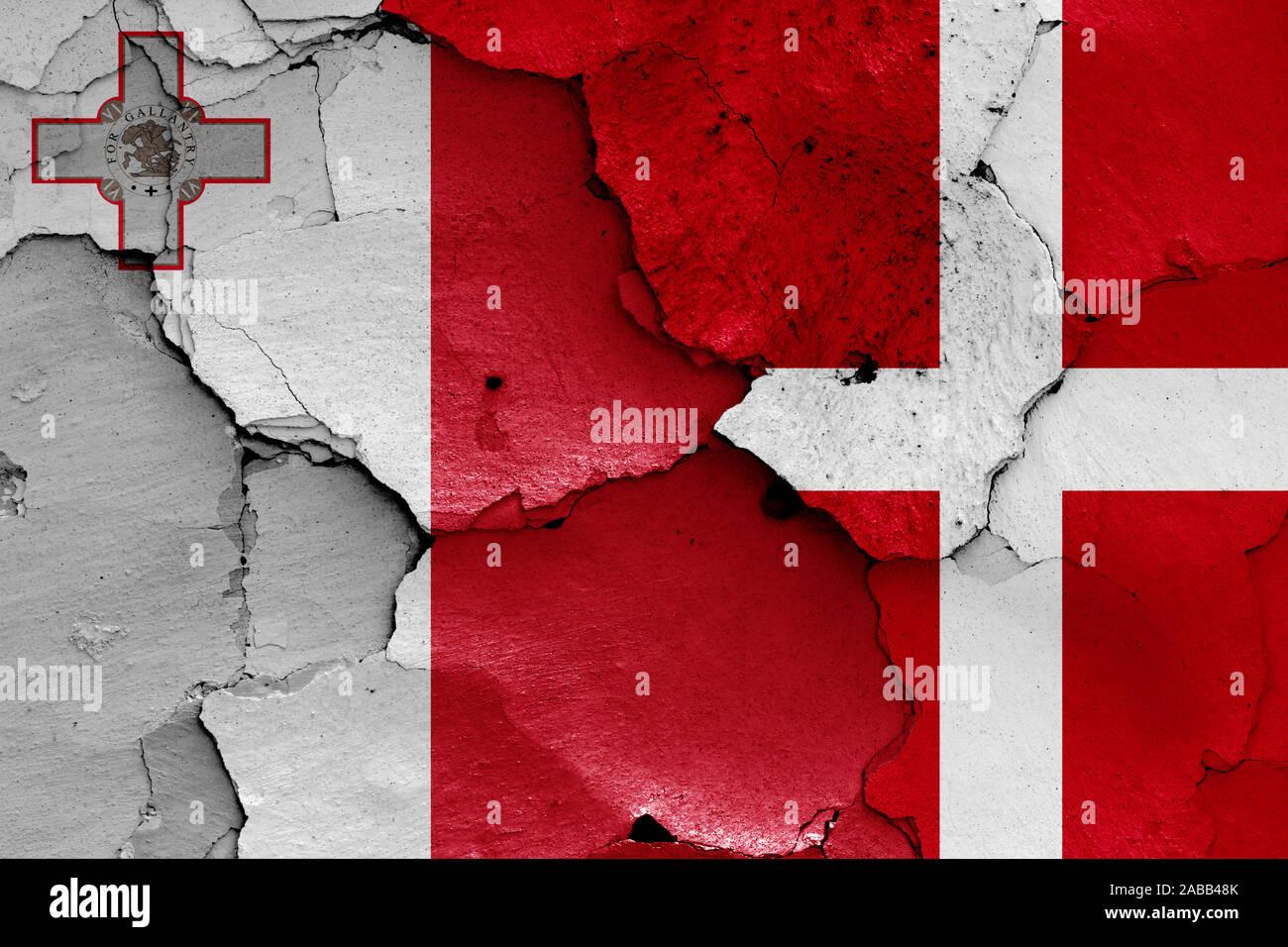 Malta Flag Crackled Design Messenger Bag