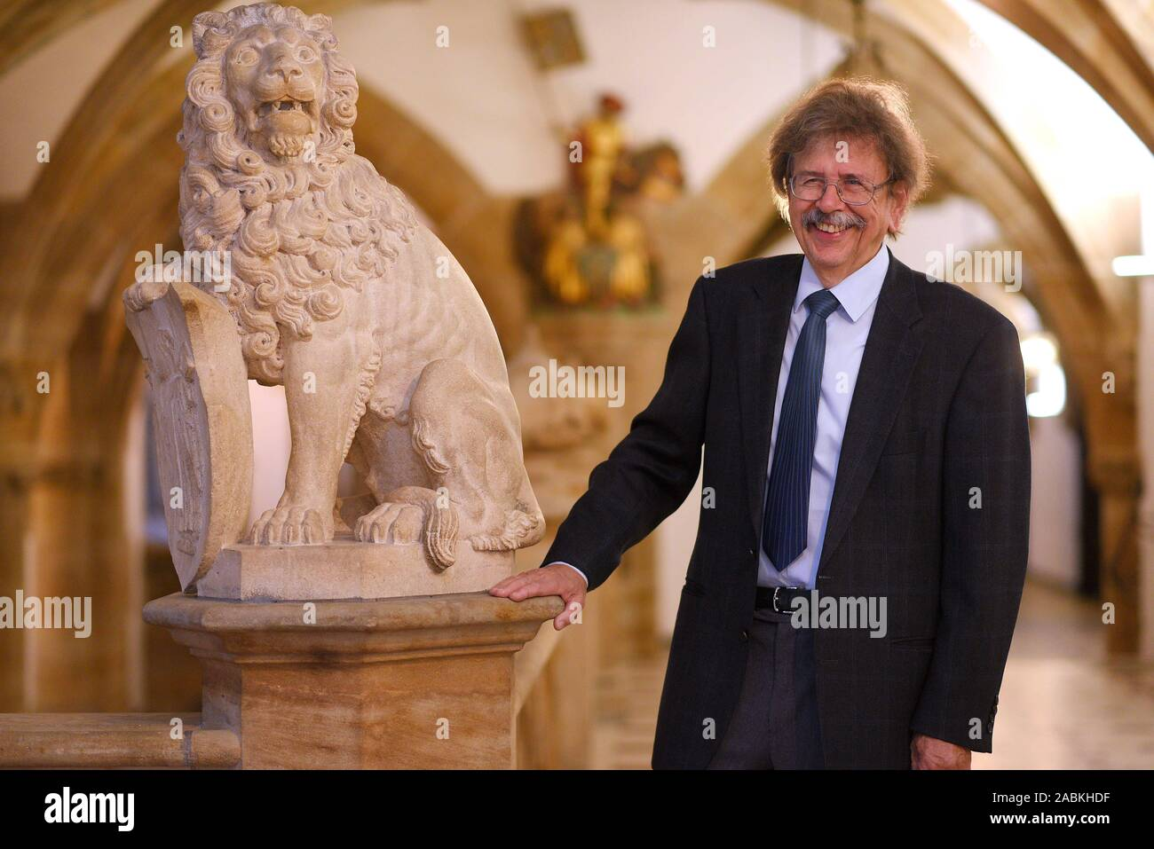 """Professor Dr. Reinhard Roos, Chief Physician of the Clinic for Paediatrics and Youth Medicine at Harlaching Hospital, has been awarded the medal """"Munich shines - The friends of Munich"""". The picture shows him in Munich City Hall. [automated translation] Stock Photo"""