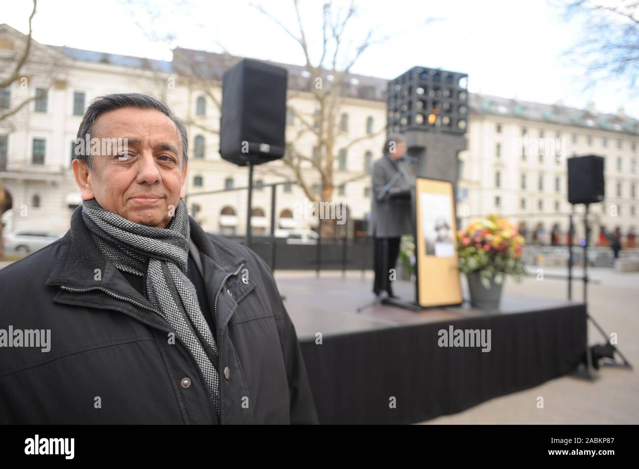 Erich Schneeberger, state chairman of the Association of German Sinti and Roma, at a ceremony commemorating the 141 Sinti and Roma from Munich and the surrounding area deported by the Nazis at the Platz der Opfer des Nationalsozialismus. In the background city councillor Brigitte Wolf speaks. [automated translation] Stock Photo