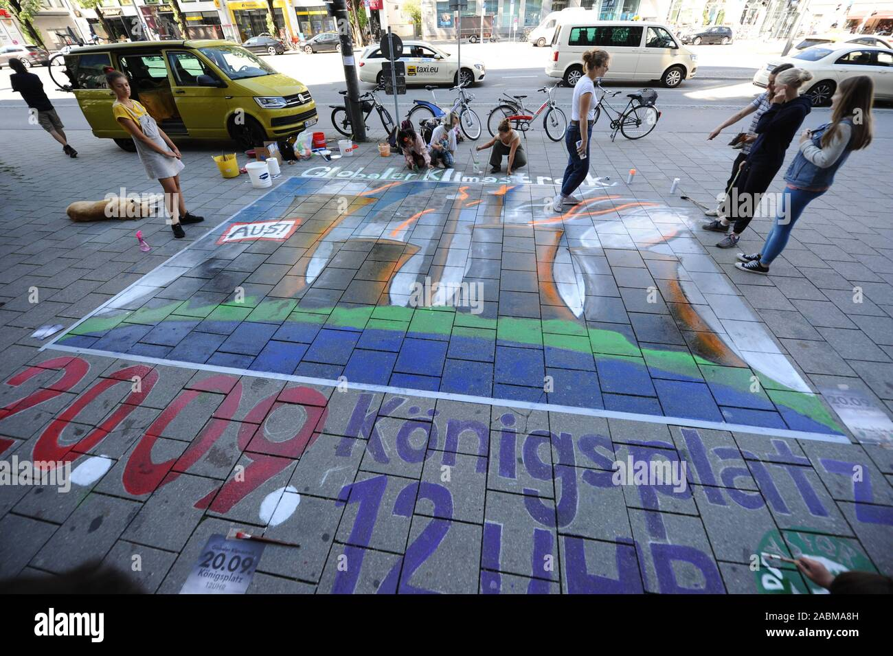 """A large-format chalk art picture advertises the Munich Freedom for the worldwide """"Fridays for Future"""" climate protection demonstration on 20.9.2019 on Odeonsplatz. [automated translation] Stock Photo"""