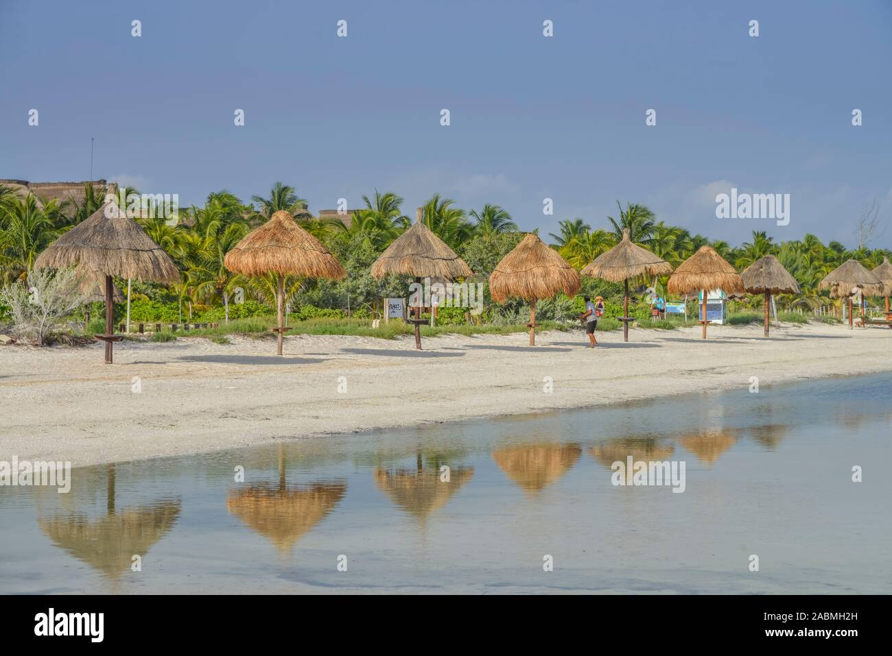 Strand, Sonnenschirme, Isla Holbox, Quintana Roo, Mexiko Stock Photo