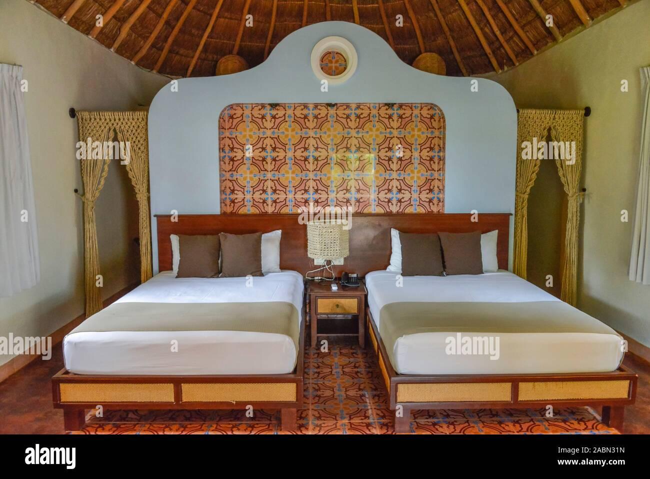 Bett, Ferienhaus, Bungalow, Hotelanlage, Hacienda Sotuta de Peon, Yucatan, Mexiko Stock Photo