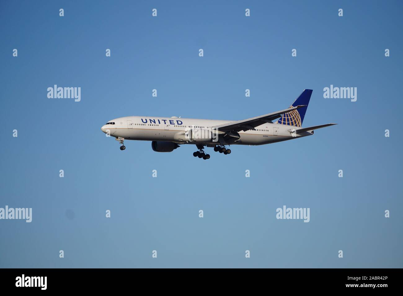 United Airlines Boeing 777 On Approach To Chicago S O Hare International Airport The Flight Originated In Frankfurt Germany Stock Photo Alamy