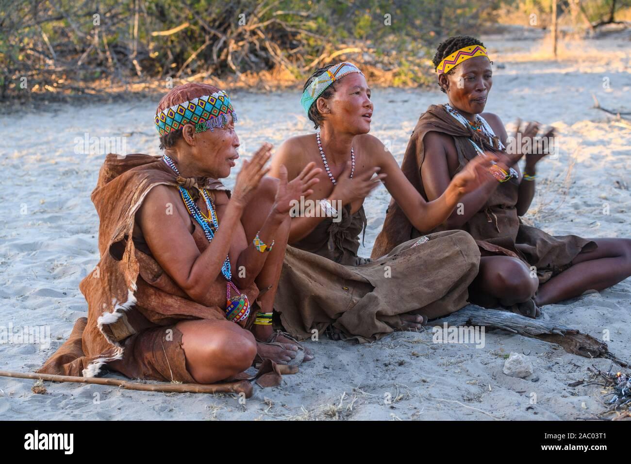 San Bushmen tribes women, Kalahari, Botswana Stock Photo