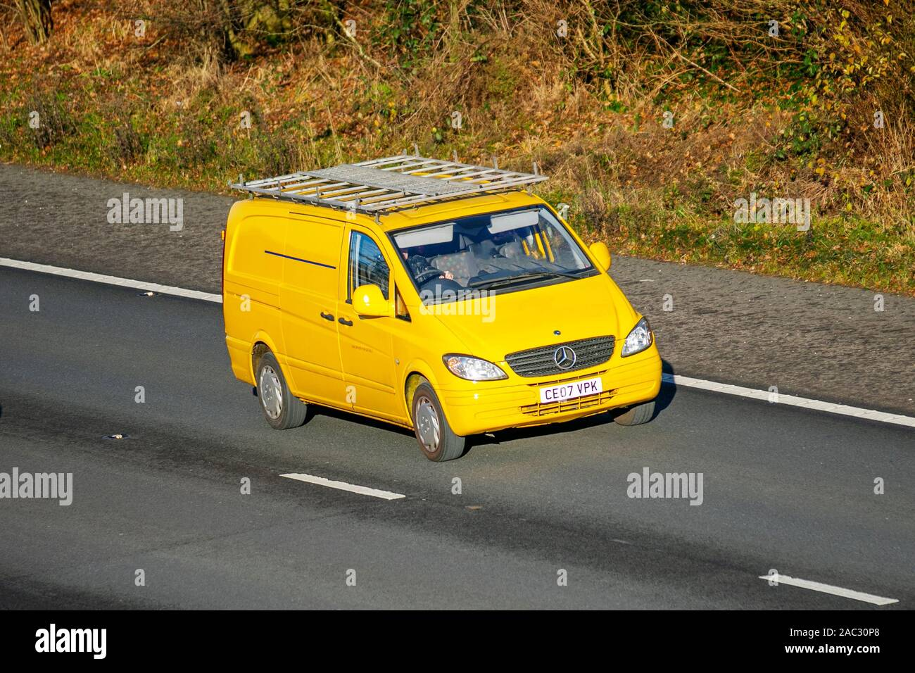 super popular cele mai bune preturi prezentarea Mercedes Benz Van Stock Photos & Mercedes Benz Van Stock Images ...