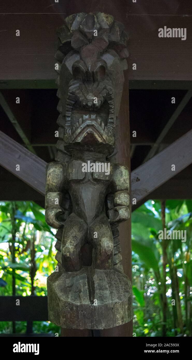 """A carved tiki of Hawaiian god """"KU"""" at Hawaii Tropical Botanical Garden, Papa'ikou, Big Island of Hawaiʻi. Stock Photo"""