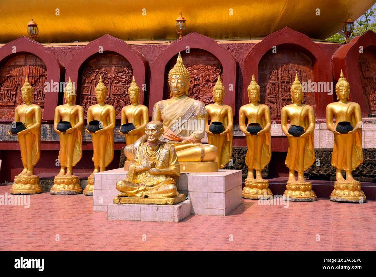Bettelnde Buddhas in Thailand Stock Photo