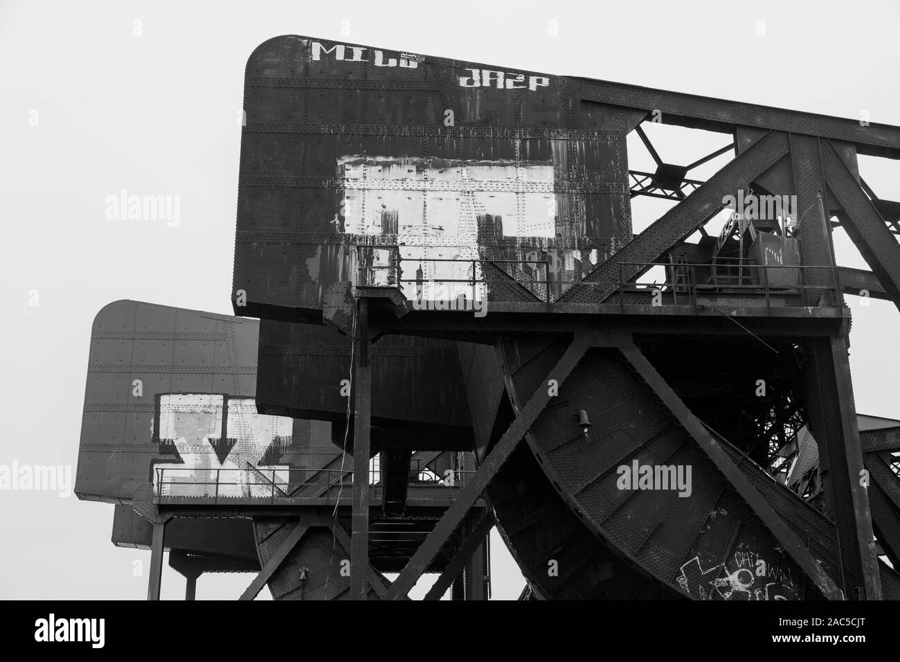 chicago illinois ash street drawbridges over shipping canal steel girders bridge pattern black and white Stock Photo