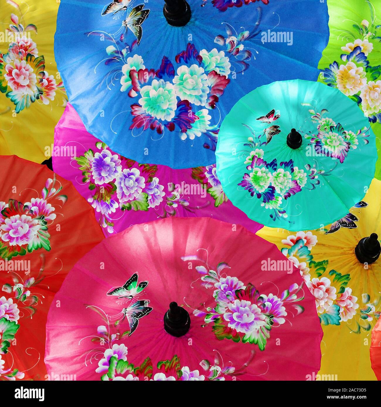 Bunte Sonnenschirme in Bor Sang - Made in Thailand Stock Photo