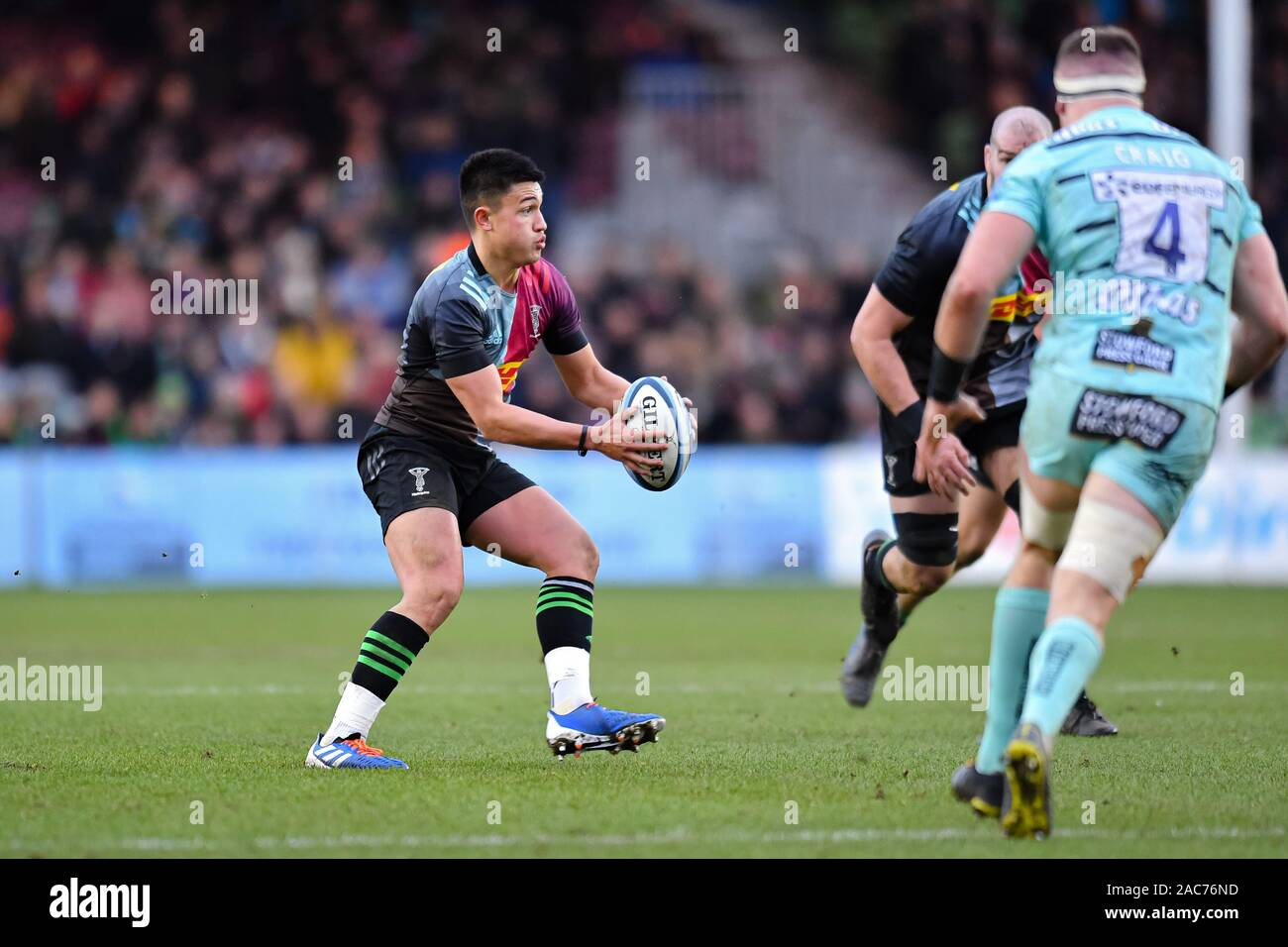 London, UK. 01st Dec, 2019. Marcus Smith of Harlequins in action during Premiership Rugby Cup match between Harlequins and Gloucester at Twickenham Stoop on Sunday, 01 December 2019. London England . (Editorial use only, license required for commercial use. No use in betting, games or a single club/league/player publications.) Credit: Taka G Wu/Alamy Live News Stock Photo