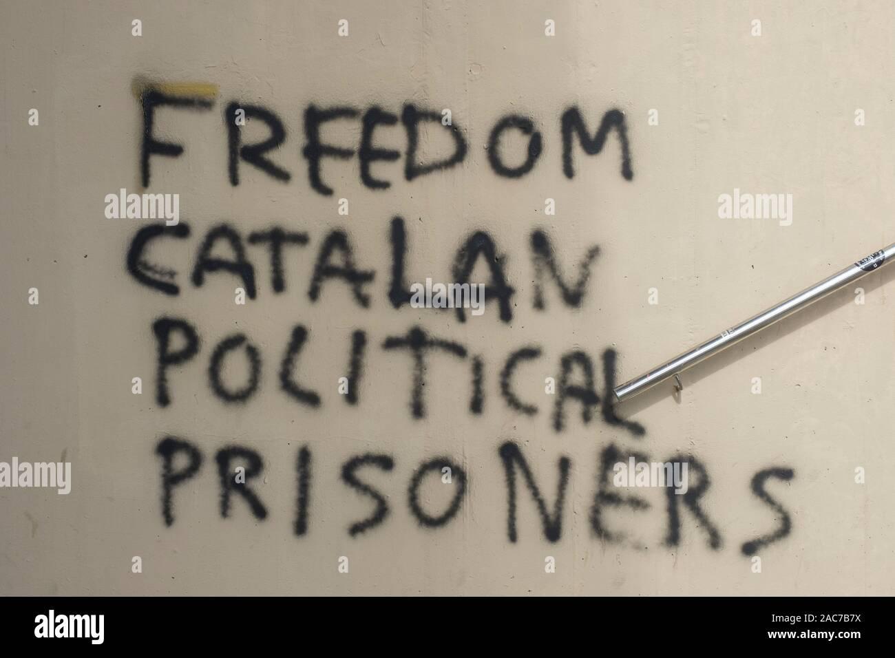 """Free Political Prisoners' graffiti daubed on a wall in Barcelona. Stock Photo"