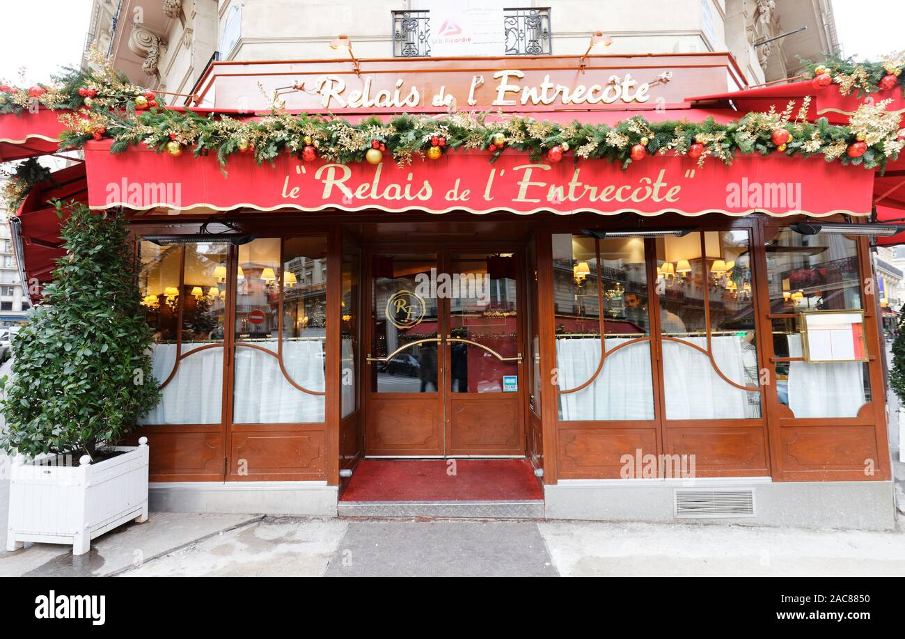Le Relais de lEntrecote is traditional French restaurant decorated for Christmas. It located in historical centre of Paris near Champs Elysees avenue Stock Photo