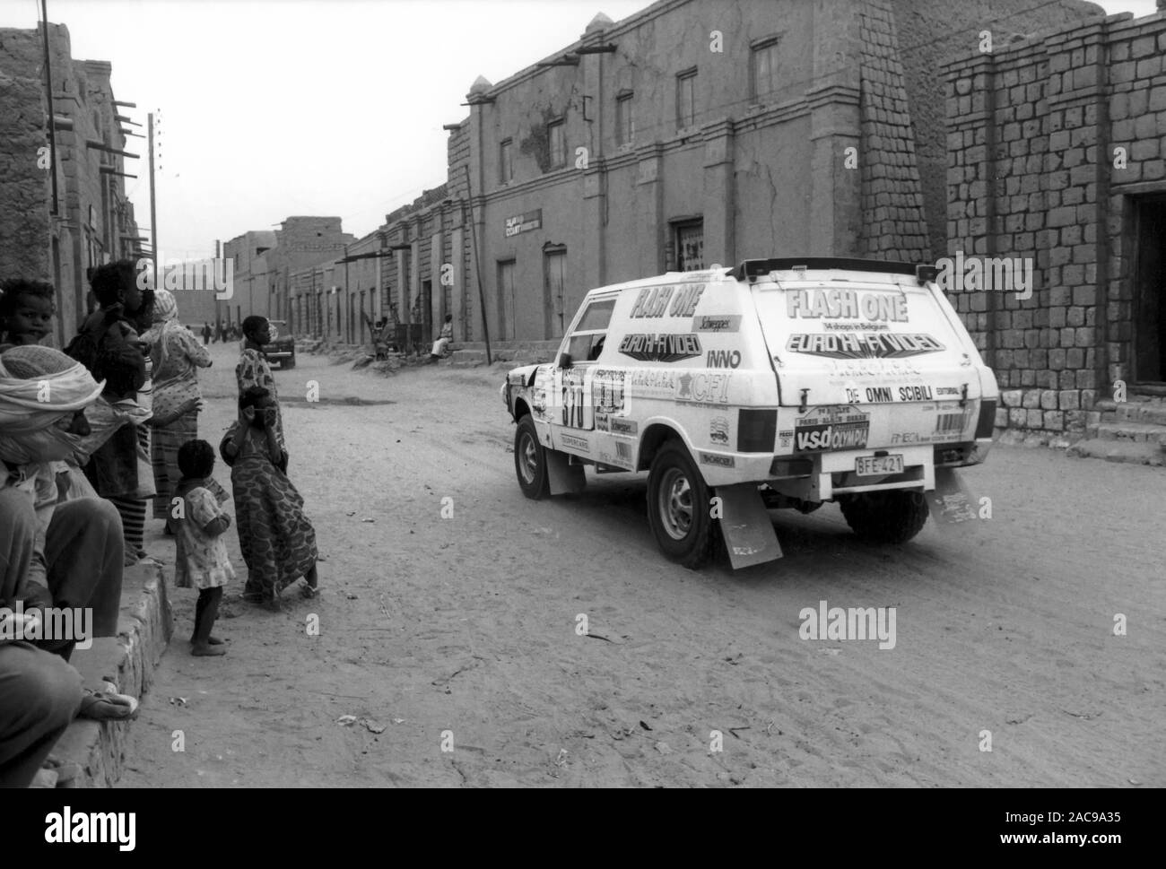 Gérard MARCY / Luc JANSSENS - RANGE ROVER V8, Paris Alger Dakar 1985 - Crossing Tombouctou - Mali Stock Photo
