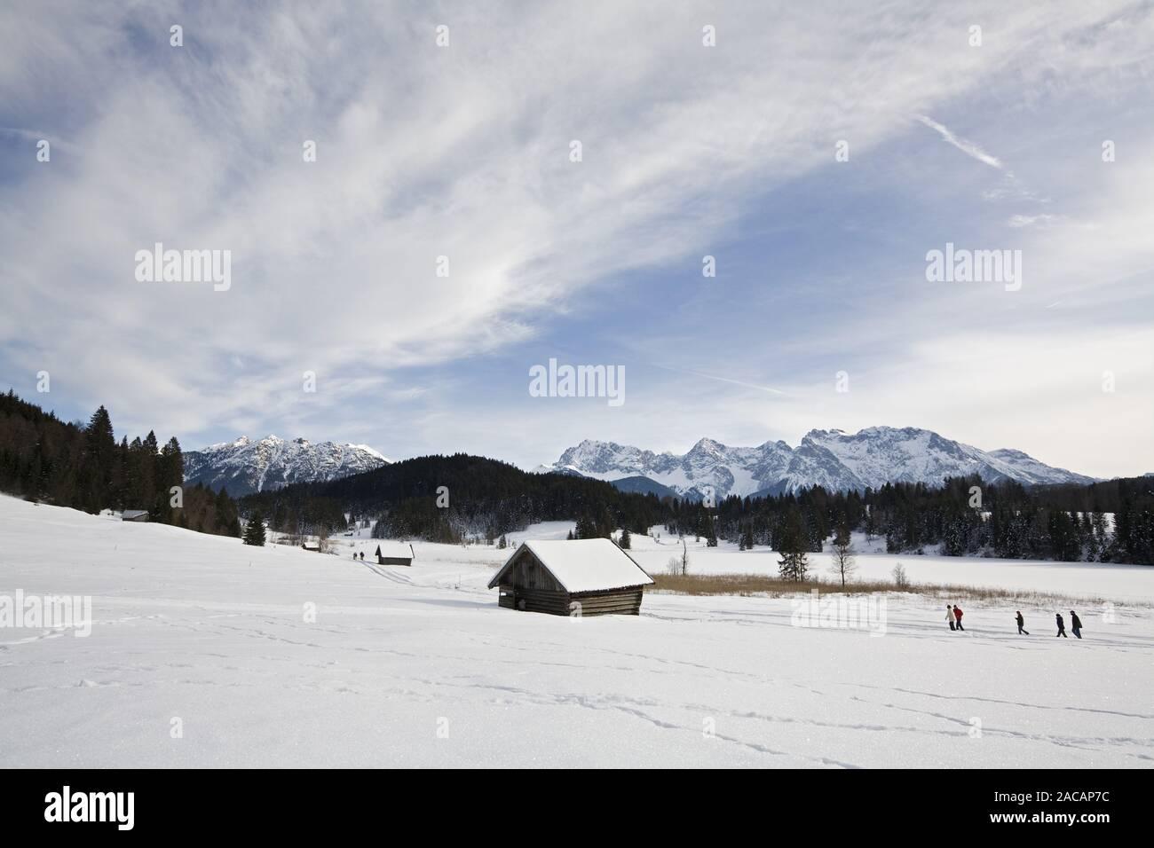 Walker and hut at the Geroldsee with Karwendelgebirge, Bavarian Alps, Upper Bavaria, Bavaria, Germany, Europe, walker at lake ge Stock Photo