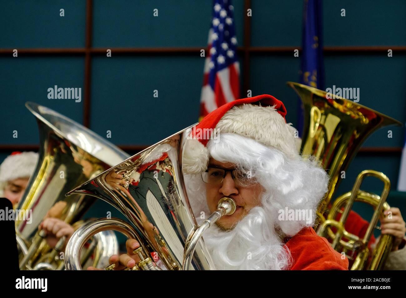 Tuba Christmas 2021 Baltimore Page 9 A Tuba High Resolution Stock Photography And Images Alamy