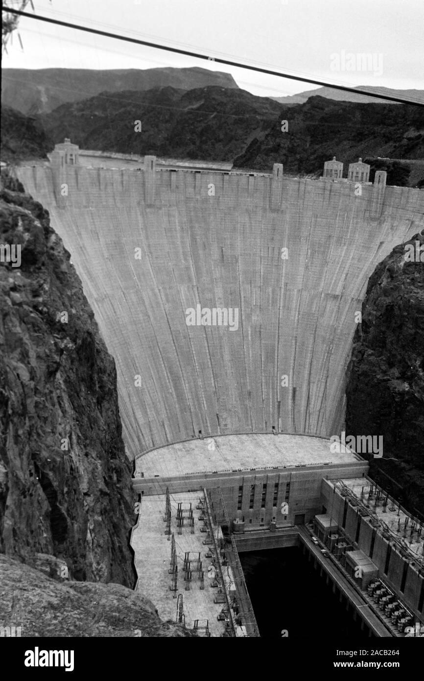 Hoover Talsperre an der Grenze Nevada-Arizona, 1962. Hoover Dam on the Nevada-Arizona borderline, 1962. Stock Photo