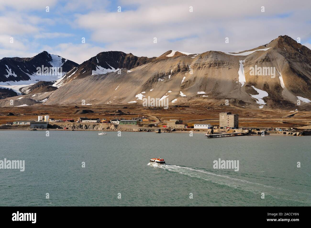 Ny Alesund, the world's most northerly inhabited settlement at latitude 78.55N, on the shoreline of the Kongsfjorden (King's Bay), Spitsbergen. Stock Photo