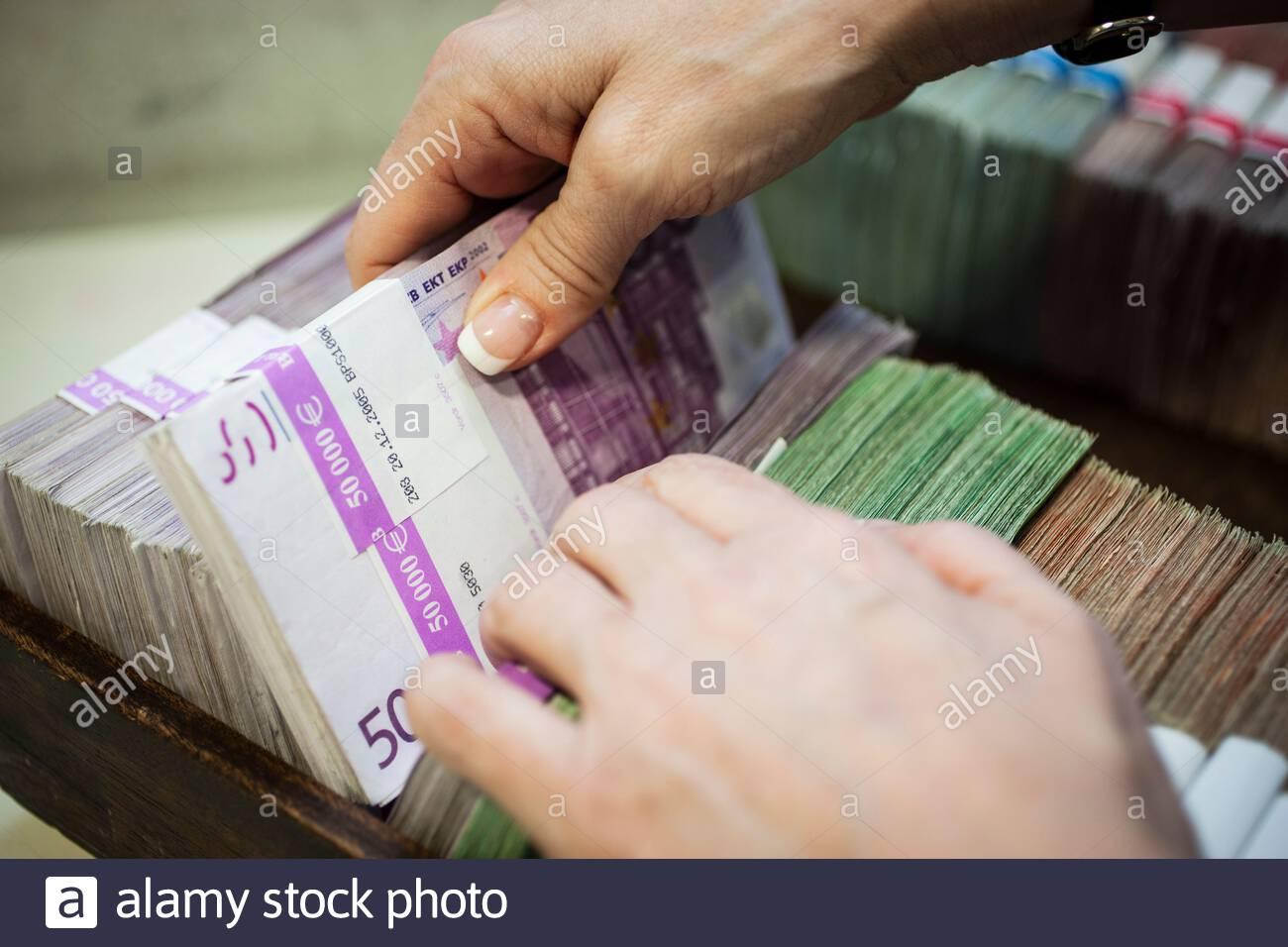 500 Euro Scheine in einer Kasse bei einer Bank Stock Photo