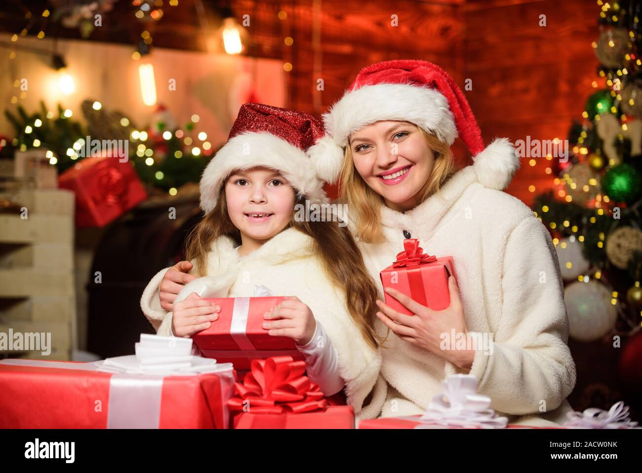 MOTHER DAUGHTERS CHRISTMAS PRESENTS CHRISTMAS SHOPPING