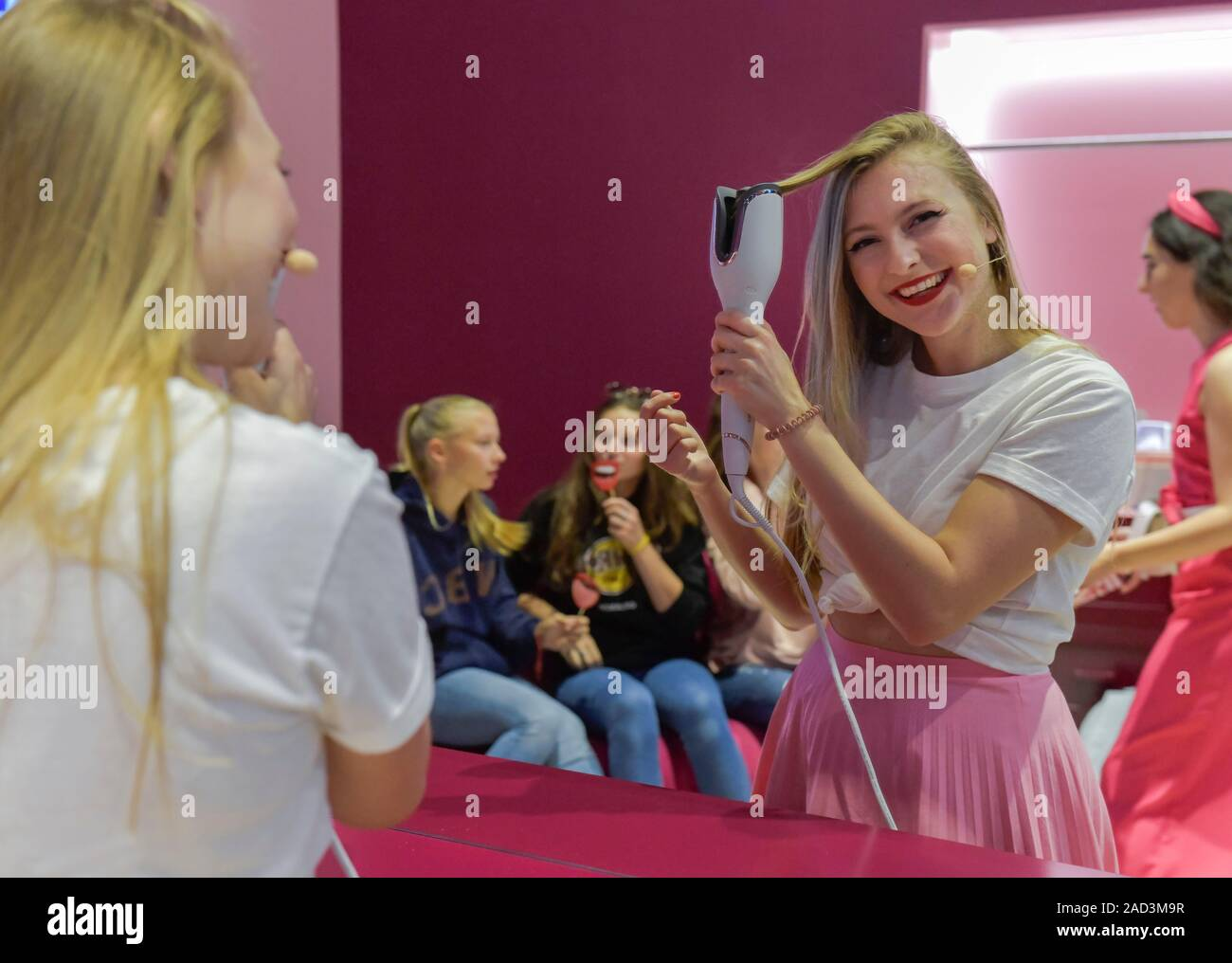 Lockenstab, Philips, Elektronik, Internationale Funkaustellung, Berlin 2019, Deutschland Stock Photo
