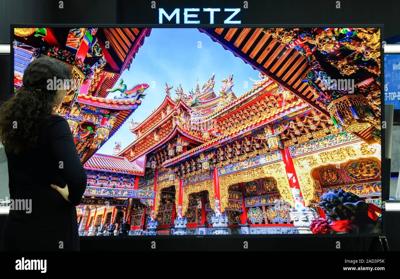 120 Zoll 8k Fernseher von Metz, Internationale Funkaustellung, Berlin 2019, Deutschland Stock Photo
