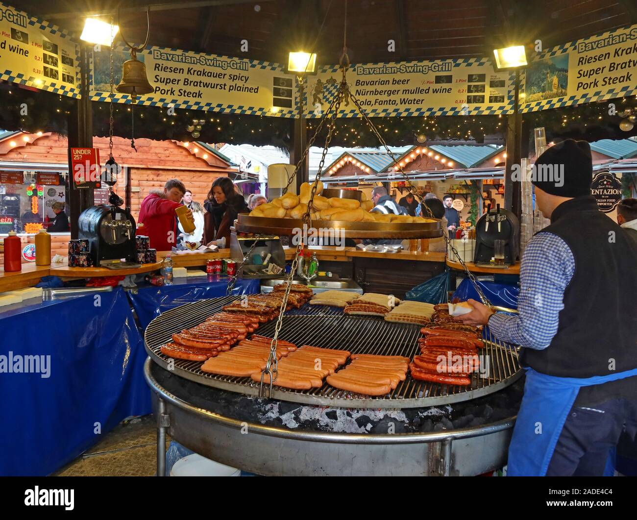 Bavarian Swing Grill,sausages,Wurst,bratwurst,currywurst,grilling over charcoals,German market,Christmas market,Albert Square,Manchester,England,UK Stock Photo