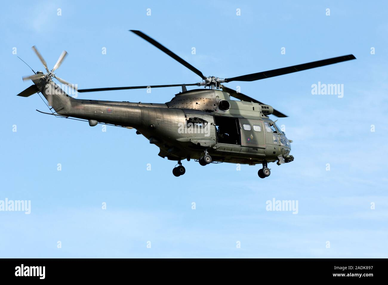 Arena sustantivo victoria  Westland Puma HC.2 XW213 operated by 33 & 230 Squadrons, Royal Air Force,  based and seen landing at Benson Stock Photo - Alamy