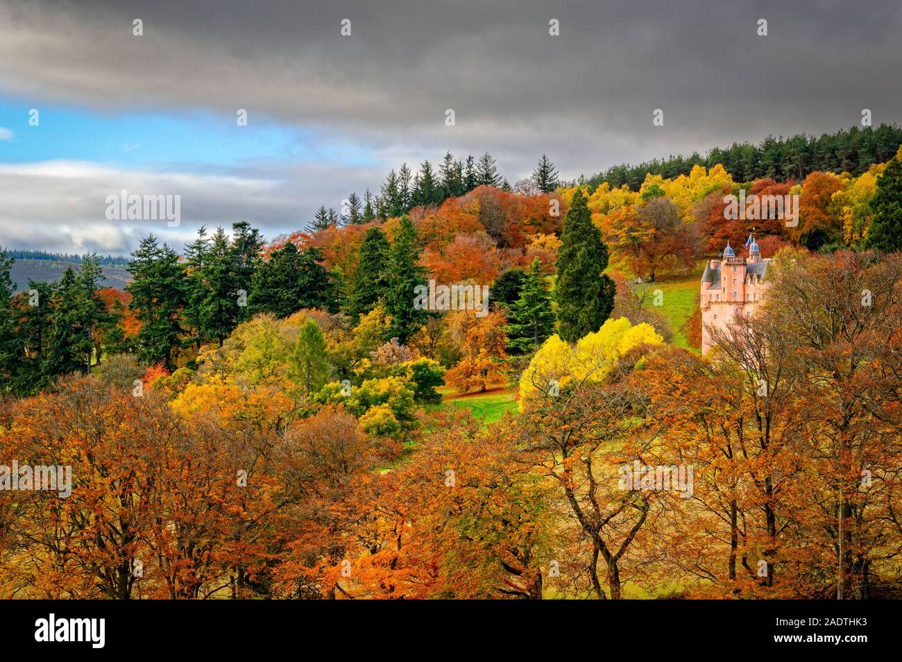 CRAIGIEVAR CASTLE ABERDEENSHIRE SCOTLAND THE PINK CASTLE SURROUNDED BY TREES IN AUTUMN COLOURS Stock Photo
