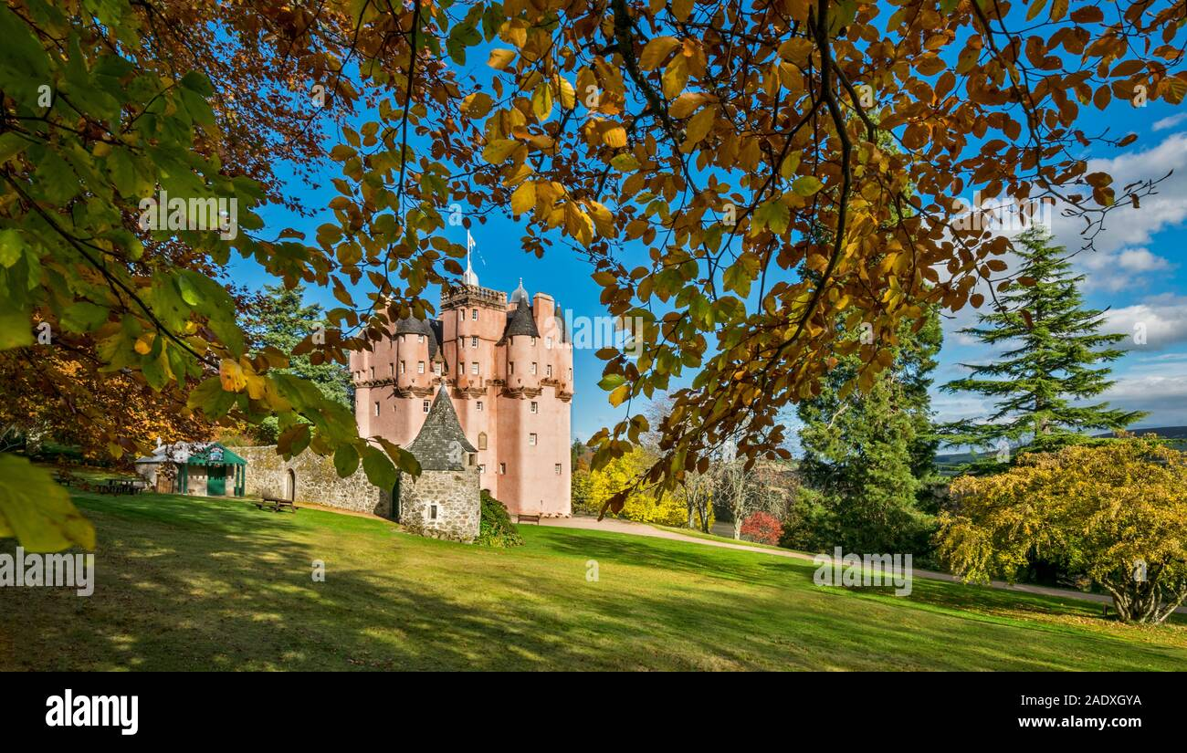 CRAIGIEVAR CASTLE ABERDEENSHIRE SCOTLAND THE PINK CASTLE AND OVERHANGING BEECH TREE IN AUTUMN Stock Photo