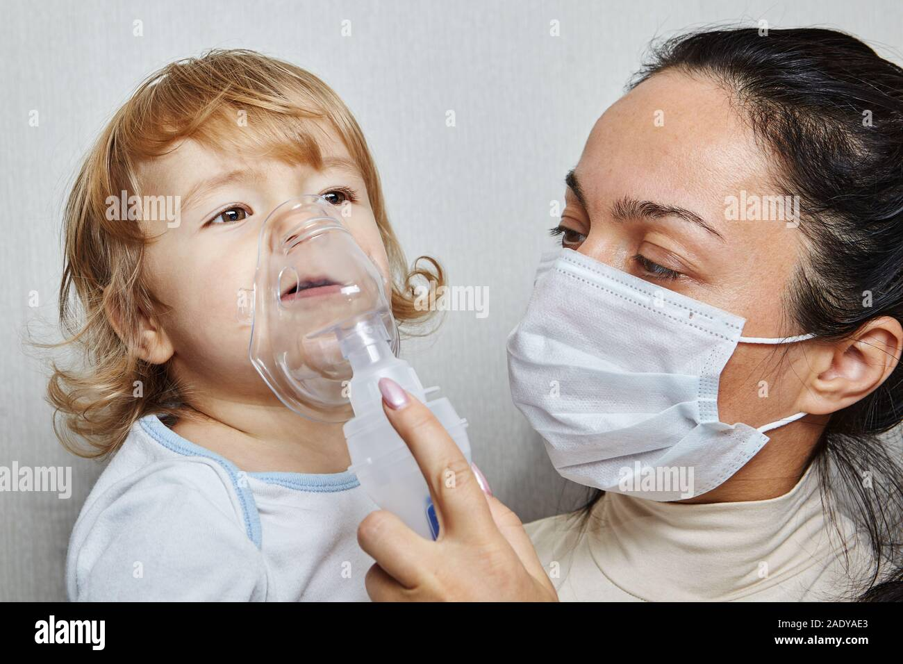 Her Mother Daughter In Little Is With Medical Mask Helping