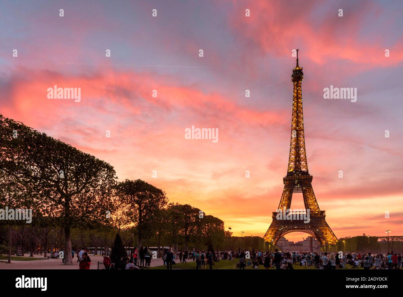 The Eiffel Tower At Dusk With A Pink And Purple Sky Stock Photo Alamy