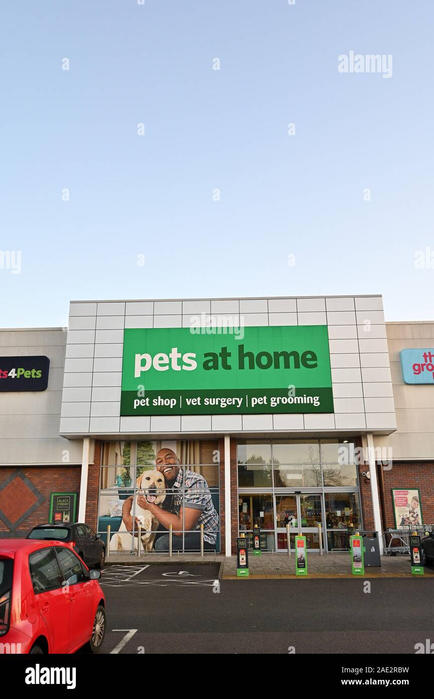29 11 2019 Solihull Uk A Branch Of Pets At Home Is Seen At A Retail Park In Solihull Stock Photo Alamy