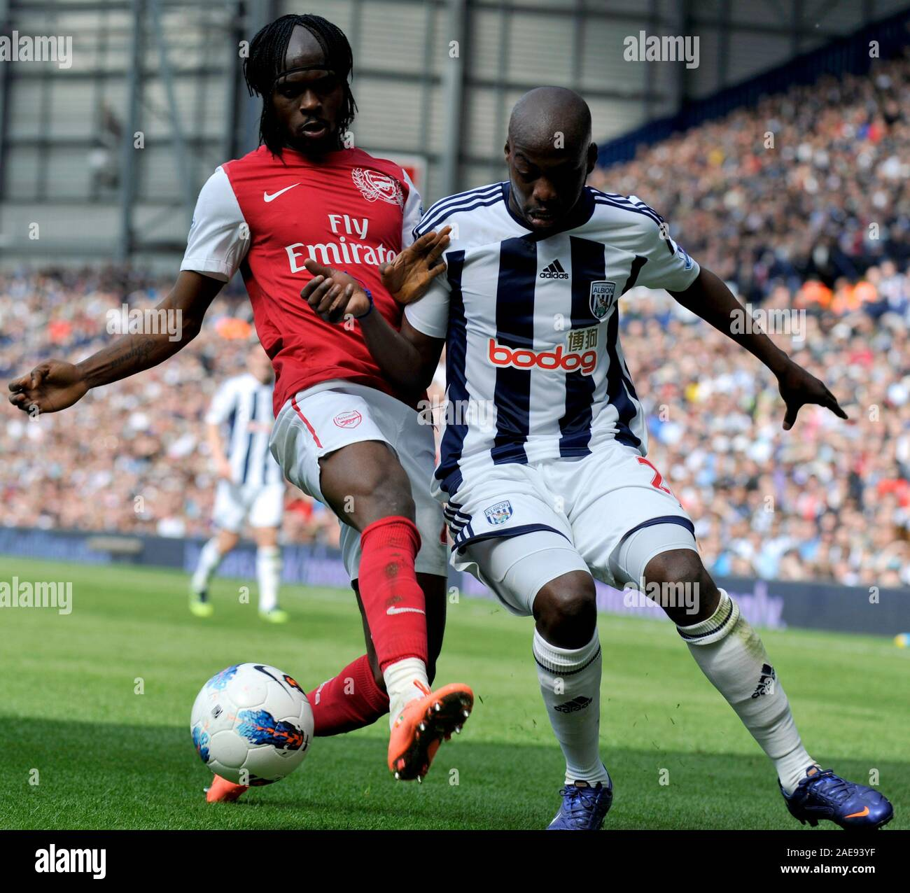 13th May 2012 Soccer Premiership Football West Bromwich Albion Vs Arsenal Arsenal S Gervinho Challenges Youssouf Mulumbu Of West Bromwich Albion Photographer Paul Roberts Oneuptop Alamy Stock Photo Alamy