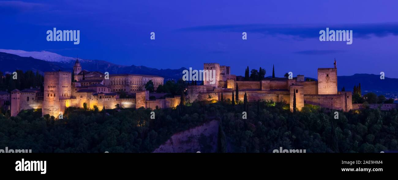 Panoramic view of the magnificent Alhambra palace at dusk, a UNESCO World Heritage site, as seen from the Mirador de San Nicolás Stock Photo