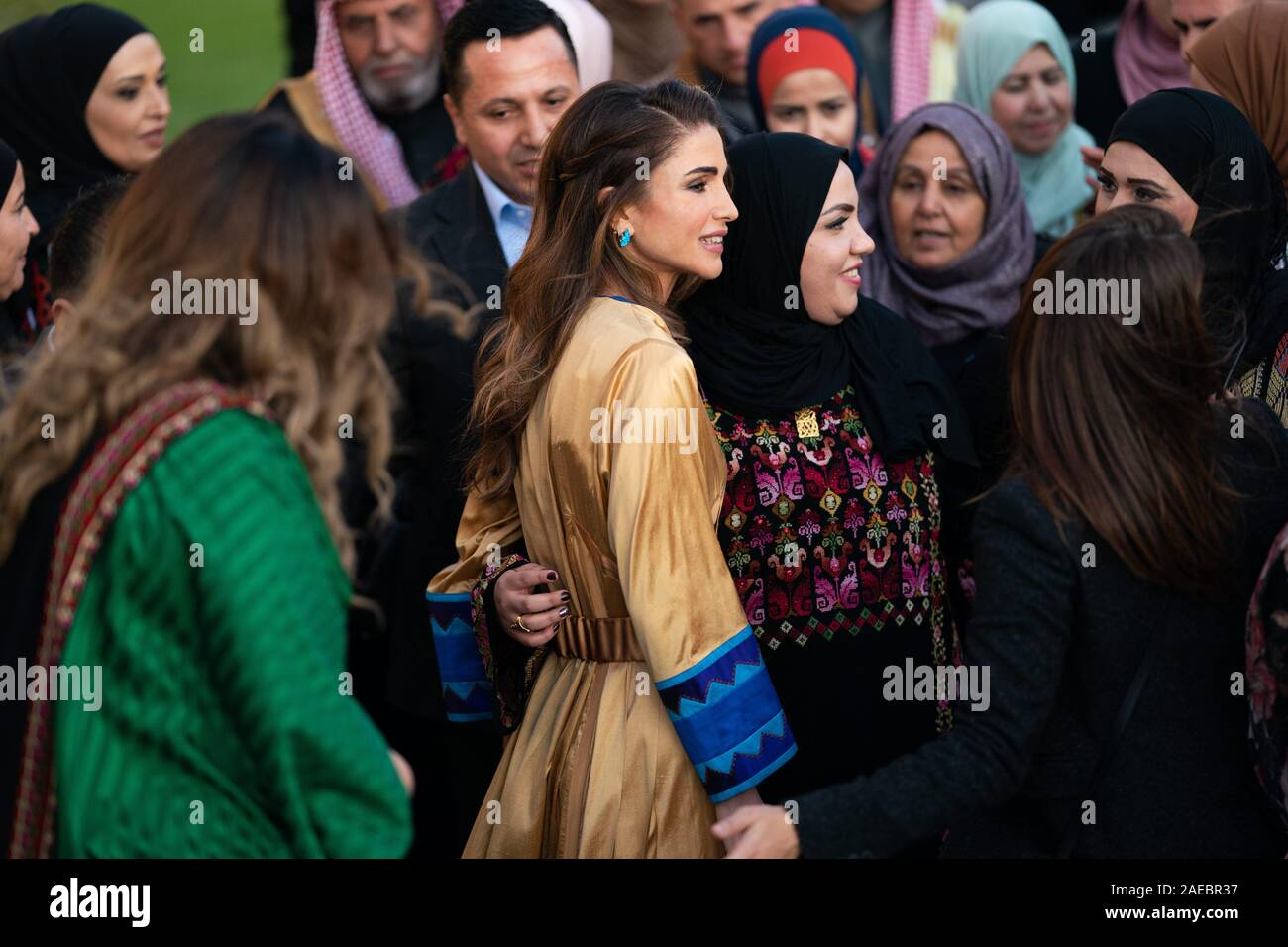 Queen Rania With Members Of The Al Da Aja Tribe In Amman On December 01 2019 Photo Royal Hashemite Court Albert Nieboer Netherlands Out Point De Vue Out Stock Photo Alamy