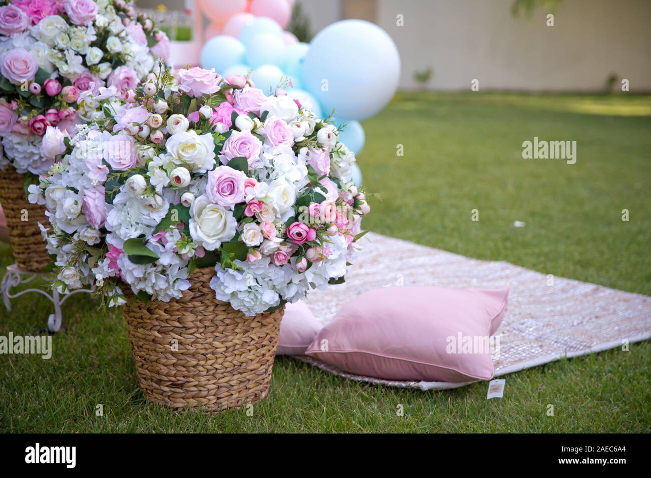 Bouquet Garden Flowers Picnic Basket High Resolution Stock Photography And Images Alamy