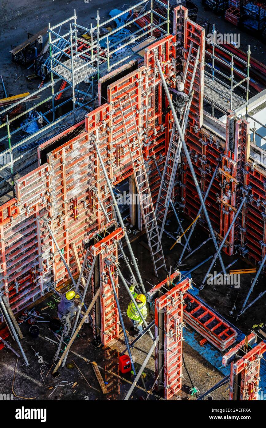 Oberhausen, Ruhr area, North Rhine-Westphalia, Germany - Construction workers are working on concrete formwork on a construction site. Oberhausen, Ruh Stock Photo