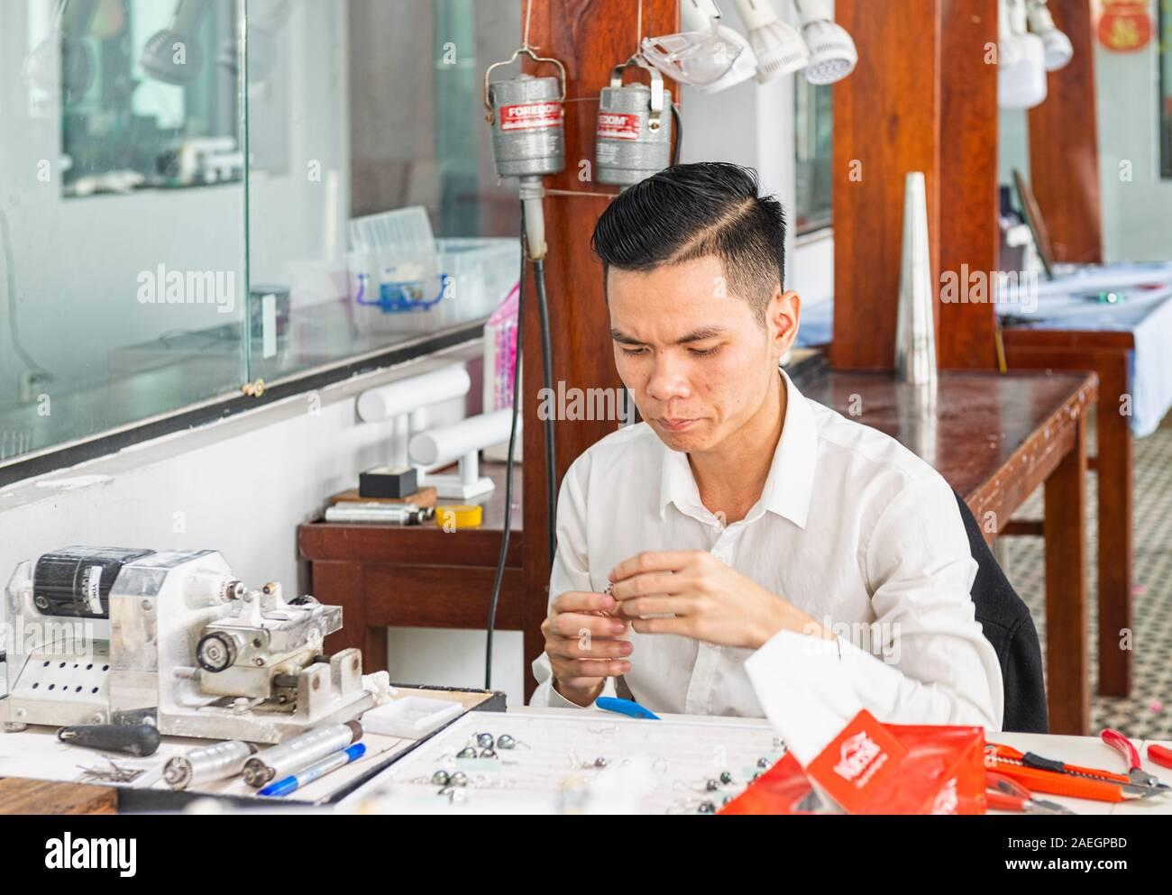 Legend Pearl Quang Ninh thanh pha Halong Bay Vietnam, Vietnamese man making pearl jewellery Stock Photo