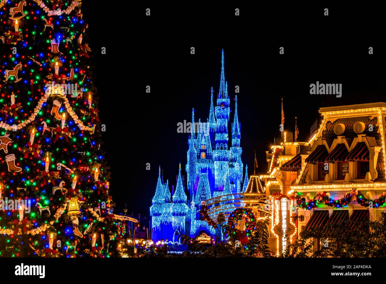 Disney Castle Christmas High Resolution Stock Photography And Images Alamy