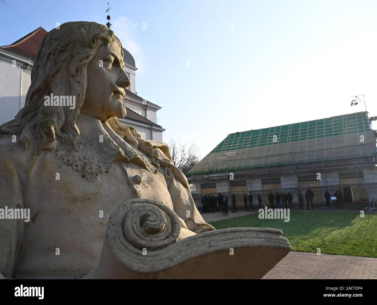 Altlandsberg, Germany. 13th Dec, 2019. A sandstone sculpture by Otto Freyherr von Schwerin (Lord of Old Landsberg 1654 - 1679) stands on the Altlandsberg castle estate in front of the Orangery. The Orangerie, which was part of the baroque park, was rebuilt on a historic site. Credit: Bernd Settnik/dpa-Zentralbild/ZB/dpa/Alamy Live News Stock Photo